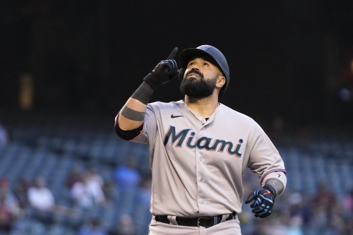 Aguilar hits ninth road HR in Arizona, Marlins snap four-game losing streak
