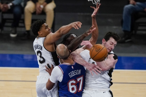 San Antonio vs. New York, Final Score: Spurs blow another double-digit lead, lose to Knicks 102-98