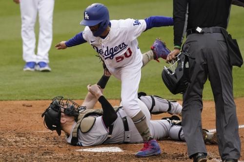 Duvall fifth-inning heroics, stellar bullpen allow Marlins to avoid sweep at Dodger Stadium