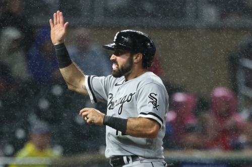 Angels sign free-agent outfielder Adam Eaton