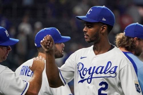 Royals sign Michael A. Taylor to two-year, $9 million contract extension