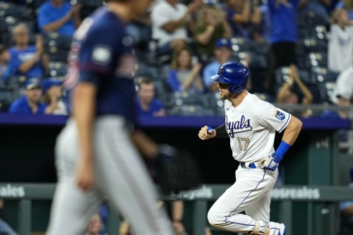 Royals out-slug Twins in 11-6 win