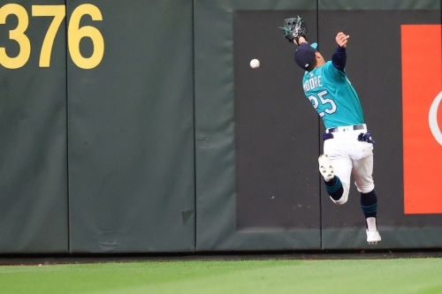 Mariners put Angels exactly where they don't want them, lose 2-1