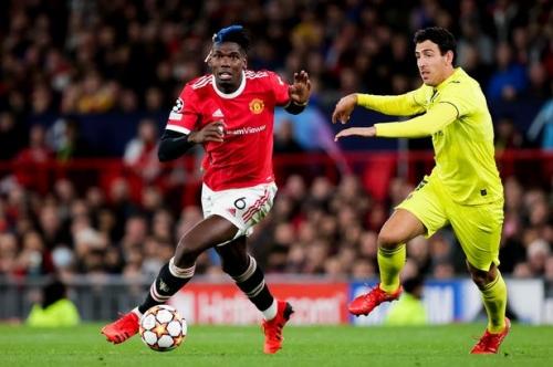 Newcastle United legend backs club to raid Manchester United for trio