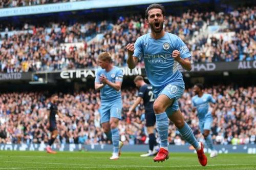 Man City hero compares Bernardo Silva to club legend as 'perfect midfield' hailed