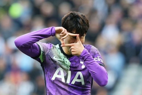 Newcastle United 2 - 3 Tottenham Hotspur: Three first half goals dispatch Magpies