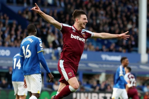 Declan Rice given transfer advice amid Manchester United links and more transfer rumours