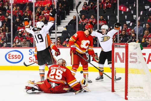 Drysdale strikes in OT to push Ducks past Flames