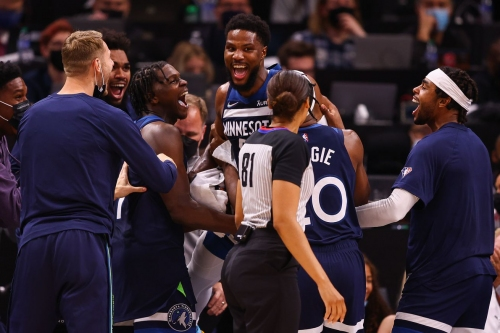 """""""It's About Building the Culture"""": Wolves' Energy, Focus Carryover From Preseason"""
