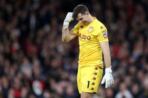 Arsenal fans mock Aston Villa's Emi Martinez with cruel chant