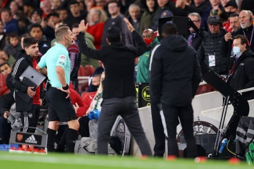 Arsenal boss has his say on controversial penalty incident against Aston Villa