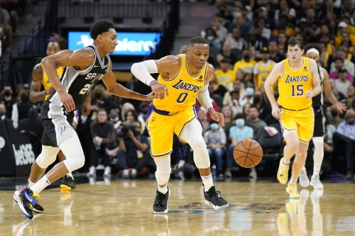Missed free throws come back to haunt Spurs in OT loss to the Lakers