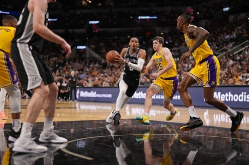 Dejounte Murray and Jakob Poeltl post career nights as Spurs fall short of the Lakers