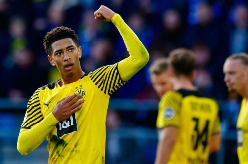 Borussia Dortmund give Jude Bellingham transfer update amid Manchester United links