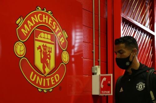 Cavani tells Man United fans what he thinks of Solskjaer as Ronaldo back under-fire manager