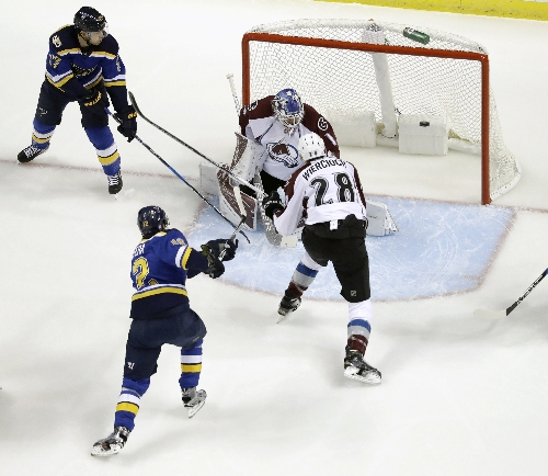 Semyon Varlamov struggles again in Avalanche's embarrassing 5-1 loss to Blues