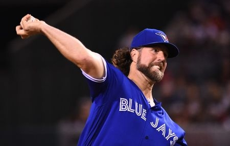 Braves strike deal with Dickey, offseason moves begin