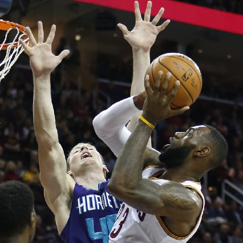 Cavaliers 100, Hornets 93: Channing Frye, new lineup in fourth quarter, lead Cavs to win