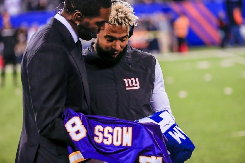 Giants' Odell Beckham and Randy Moss exchange jerseys before game