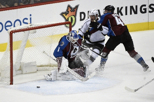 Semyon Varlamov has 32 saves in Avalanche win over Kings
