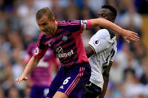 Sunderland midfielder Lee Cattermole ruled out for minimum of four months