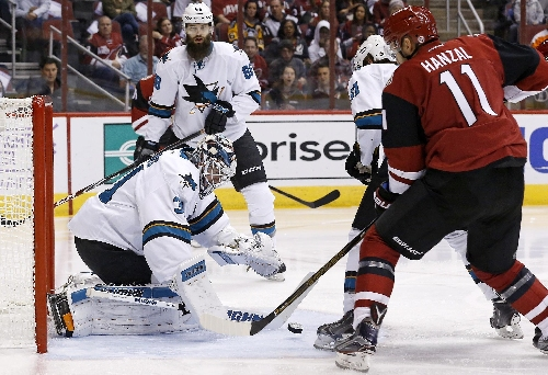 Smith makes 43 saves, Coyotes nip Sharks 3-2 in OT The Associated Press
