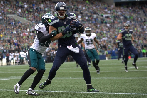 Watch: Russell Wilson scrambles, then throws TD pass to Jimmy Graham as Seahawks face Eagles
