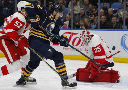 Jimmy Howard once again the difference for Red Wings