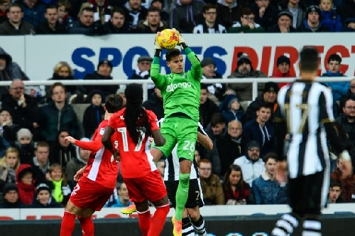 Karl Darlow watch: Rob Elliot return appears imminent - and Newcastle have real strength in goal