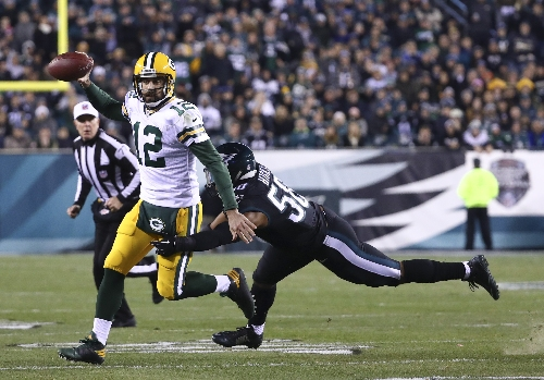 Aaron Rodgers tosses 2 TDs, Packers beat Eagles on Monday Night Football