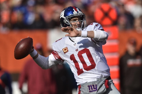 Peyton Manning shows up at Giants to talk with Eli & Co The Associated Press