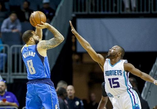 Walker lifts Hornets past Mavericks, 97-87 The Associated Press