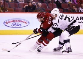 Kings pull away in third to edge Coyotes