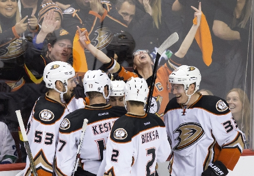 Kase, Gibson lead Ducks over Canucks The Associated Press