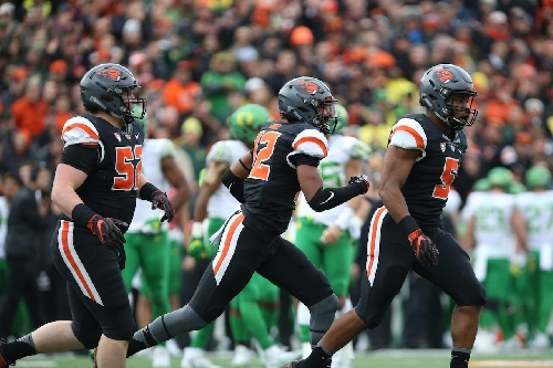 Oregon State players shop for families in need: Beavers rundown