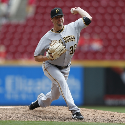 Pirates agree to terms with Wade LeBlanc