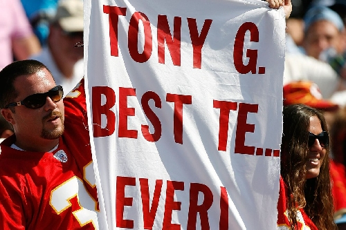 Tony Gonzalez thinks the Chiefs offense can put up points on the Falcons defense
