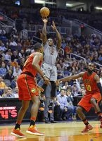 Suns' Chandler defies age to shine with Len