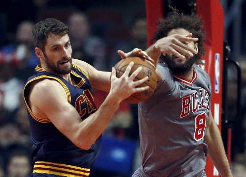 Jimmy Butler, Dwayne Wade lead Bulls past Cleveland Cavaliers