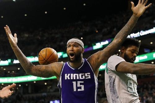 Kings fall apart late, lose to Celtics 97-92