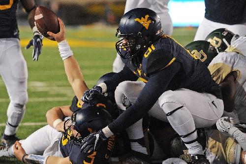 West Virginia escapes Baylor's comeback bid, 24-21