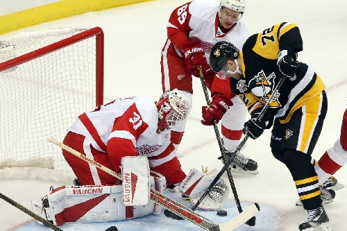Penguins Score 4 in the 3rd Period, Red Wings Lose 5-3
