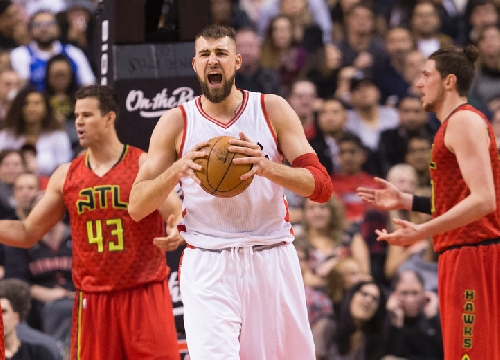 Raptors ground and pound Hawks for sixth straight victory
