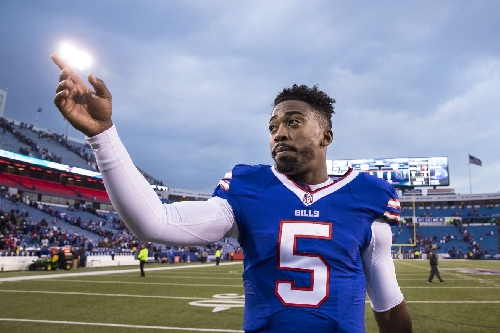 Tyrod Taylor, LeSean McCoy among Buffalo Bills' players to wear cleats for a cause