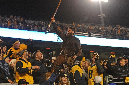 The West Virginia Mountaineers will play the Miami Hurricanes in the 2016 Russell Athletic Bowl in Orlando, Florida