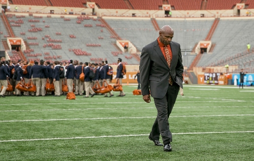 Report: Cincinnati interested in Charlie Strong to replace Tuberville as head coach