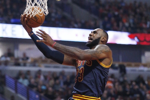 LeBron James soars for a second-half dunk against Toronto (video)