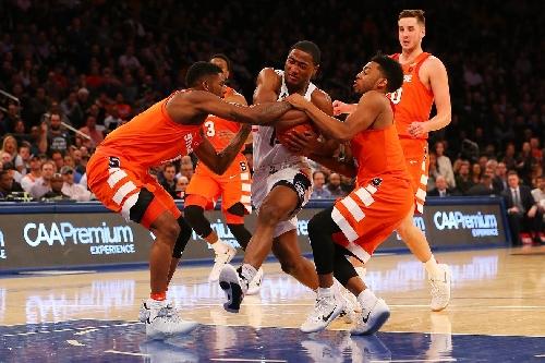 Connecticut 52 - Syracuse 50: Orange fall to Huskies