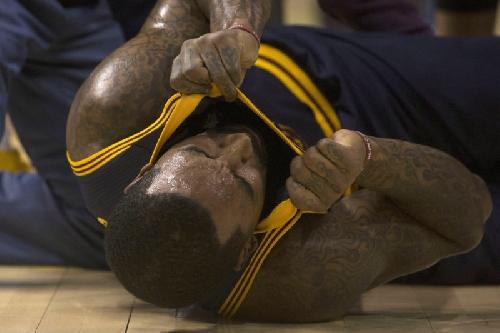 Cavaliers 116, Raptors 112: J.R. Smith injured as Cavs end losing streak
