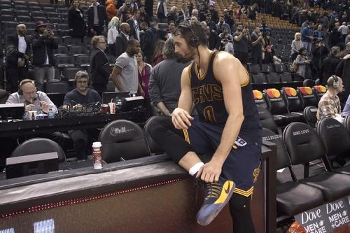 Cavs 116, Raptors 112; Jason Lloyd's 21 thoughts on J.R.'s knee, ending a skid and LeBron/Phil